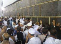 Kissing Kaaba During Umrah