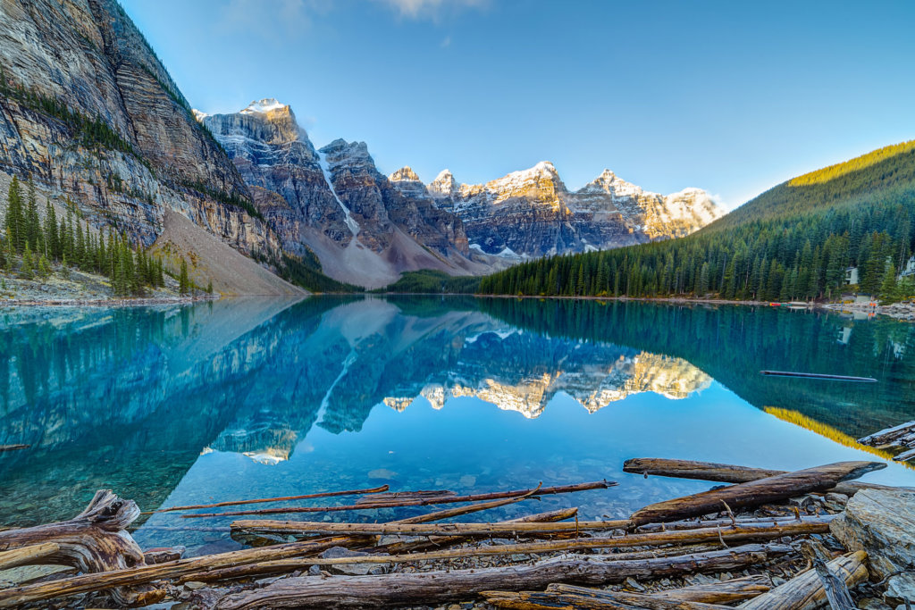 Mountains, Lake and Lush vegetation