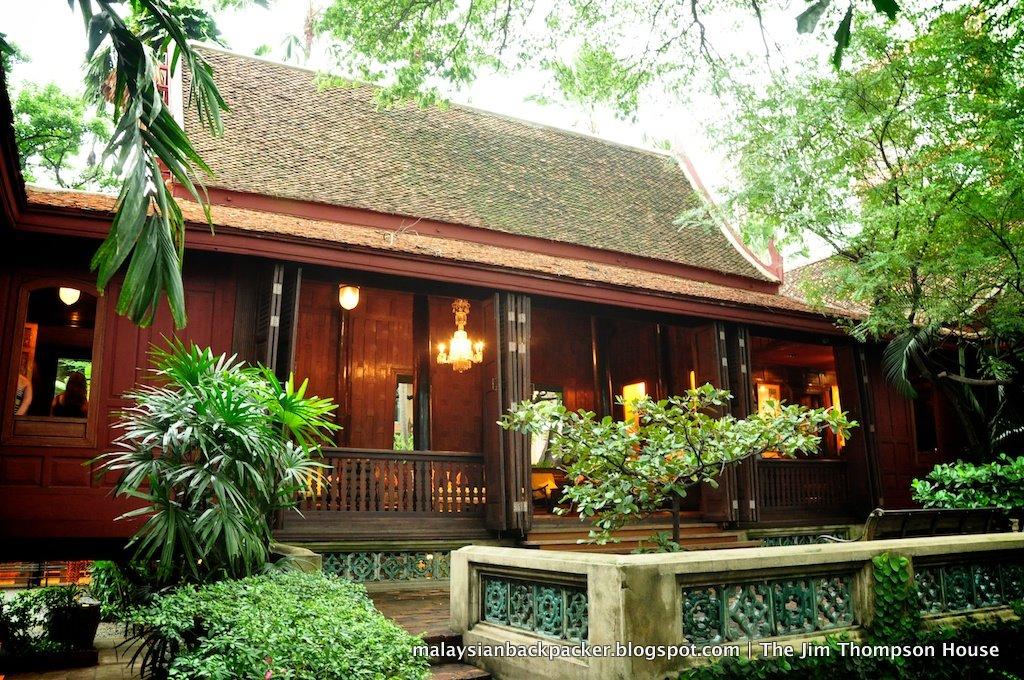 Travel Gloriously with Emirates to Bangkok